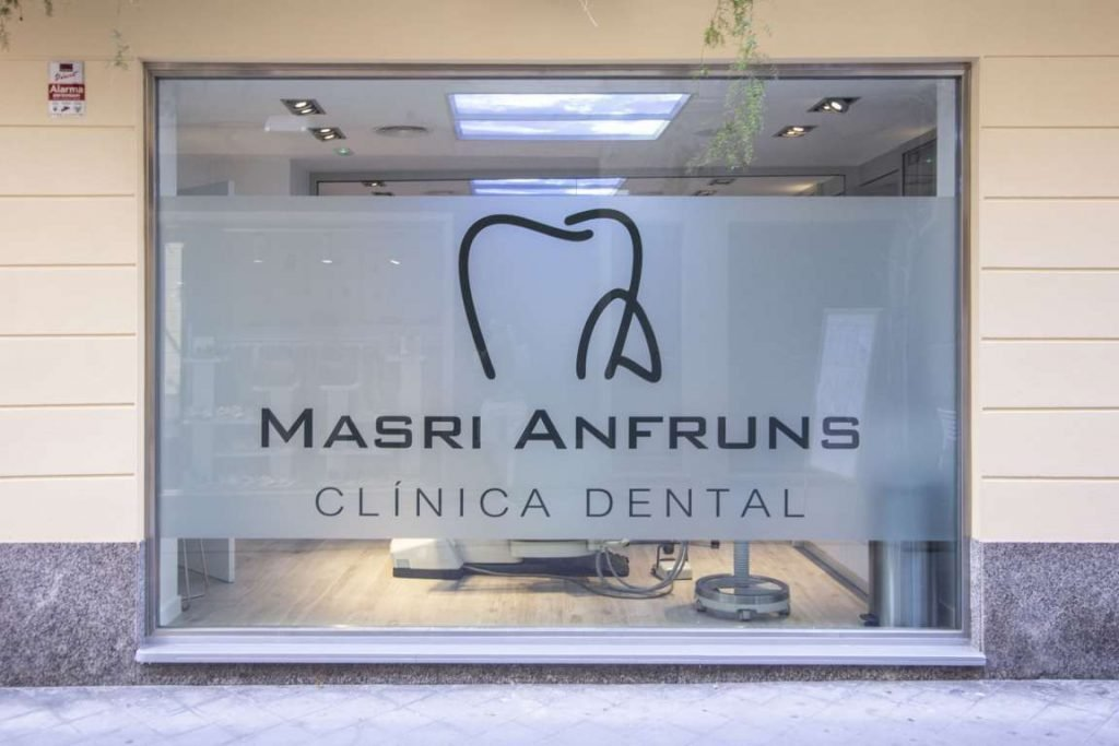 Exterior Logo Masri & Anfruns Dental Costa Brava